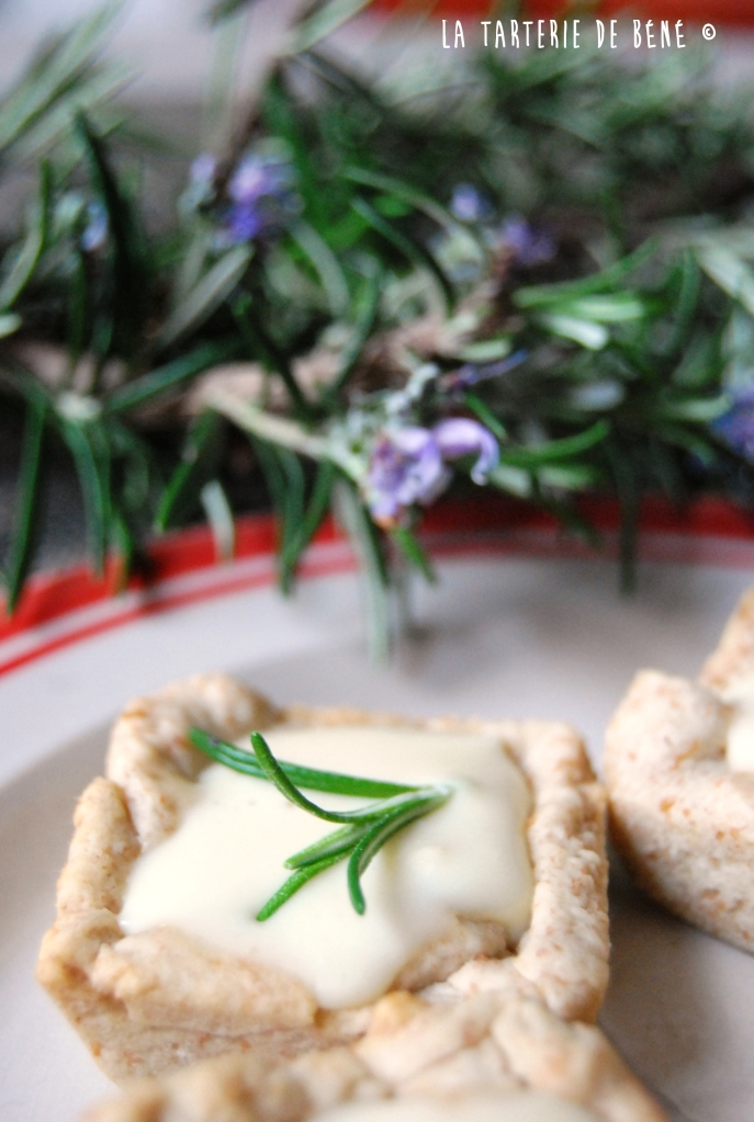 Tartelettes au chèvre et sirop de thym au miel wr